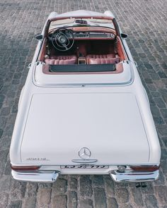 Pagoda Classic. . #benz #classicstyle #classiccarsdaily #instagood #fanfriday #instamoments #oldcar #cargramm #cartastic #carporn #classicpic #mbenz #carpics #goodtimes #likes #timelessbeauty #elegance #beauty #arts #oldschool #mbfanphoto . @ingmarbtker