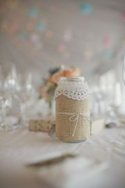 love the lace on the burlap!