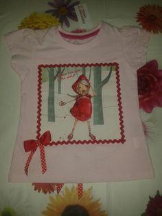 Camiseta de Caperucita Roja para Ana. Parte delantera