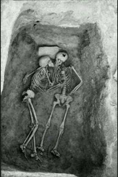 Twitter / FotosOcurrentes: Pareja de 6000 años encontrada ...