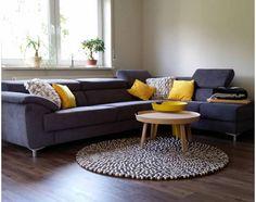 Husk at det gule kan snike seg inn på mange måter ; Felt Ball Rug, Sofa, Couch, My Room, Rugs, Inspiration, Furniture, Home Decor, Farmhouse Rugs