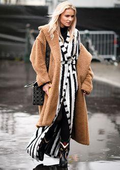 So kannst du dein Wickelkleid auch im Herbst tragen. Maxi Kleider · Schöne  Kleider · Styling Tipps ... a039a16e67