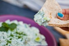 Raw Vegan Tzatziki Made With Fresh Herbs, Nut-free & Oil-free Vegan Lunch Recipes, Raw Food Recipes, Appetizer Recipes, Cooking Recipes, Appetizers, Vegan Tzatziki, Tzatziki Recipes, Mediterranean Sauce, Entryway