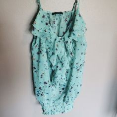 Shop my closet on @poshmark! My username is karlynnicole. Join with code: PNFLD for a -$0 credit!