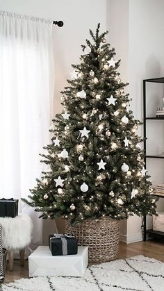 White and Silver Christmas Tree Decor is a Good Addition … – … – Farmhouse Decoration Minimalist Christmas Tree, Scandinavian Christmas Trees, Blue Christmas Decor, Decoration Christmas, Minimal Christmas, Christmas Tree Themes, Noel Christmas, Simple Christmas, Holiday Decorations