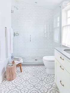 Modern Interior Designs - Salle de bain style boudoir White bathroom, clear with cement tile.- Modern Interior Designs - Salle de bain style boudoir White bathroom, clear with cement tile. Modern Farmhouse Bathroom, Bathroom Flooring, Shower Room, Bathroom Inspiration, Tile Inspiration, Bathroom Decor, Small Bathroom Remodel, Bathrooms Remodel, Tile Bathroom