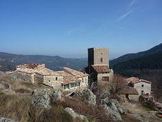 Saint Roman de Codières, hameau dominant trois vallées cévenoles. http://ot-cevennes.com/Saint-Roman-de-Codieres.html