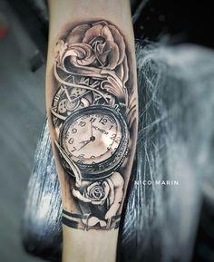 Reloj realistic tattoo