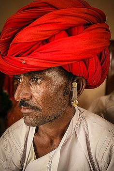 https://flic.kr/p/vdaUpF | 2009 08 02_2798 | TYPICAL TURBAN AND GOLD EARRINGS OF THIS GROUP OF MEWARI POPULATION