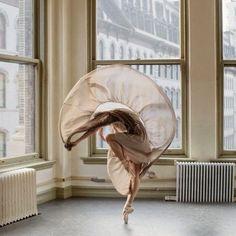 Dance project by Karolina Kuras | OLLEGORIA