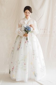 한복짓는 복나비 fashions from around the world! Korean Traditional Dress, Traditional Fashion, Traditional Dresses, Oriental Fashion, Asian Fashion, Hanbok Wedding, Asian Wedding Dress, Korean Wedding Dresses, Korean Dress Formal