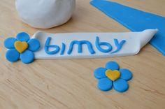 La pasta di zucchero Bimby è una ricetta molto utile se vuoi decorare le tue torte con un pizzico di originalità, colorata e deliziosa che mette allegria!