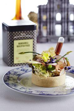 """Mini-légumes issus de l'agriculture durable, fromage de chèvre, herbes aromatiques et vinaigrette à l'infusion Dilmah """"Mandarin & Marzipan Pekoe"""" par le MGM Macau #DilmahRHT #GlobalChallenge #teagastronomy #recipes #tea"""
