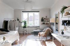 Feminine studio apartment