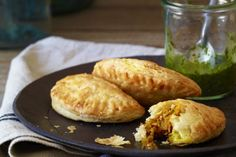 Pumpkin Empanadas are a fun alternative to traditional pumpkin pie. This recipe is great for appetizers, finger foods, lunches and meals on the go.