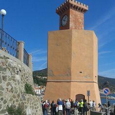 #ShareIG #walkingfestival #RioMarina la guida parla delle #miniere di rio di #Napoleone e della #torre degli appiani #elbaisland #isoladelba #tuscany #camminare #camminandoasdaporando #instatuscany  #instatour #tuscany #IloveElba #Iloveitaly