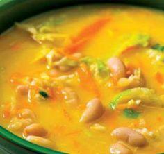 White Bean Soup with Vegetable Juliana - Receitas - Comida Portuguese Soup, Portuguese Recipes, Soup Recipes, Cooking Recipes, Recipies, White Bean Soup, Soup And Sandwich, Food Lists, Snack