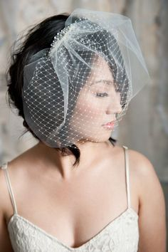 LOVE this bird cage veil with the two tiers