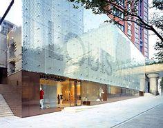 Stop - Tokyo/Japan - Louis Vuitton Roppongi Hills store, by Aoki Jun. Mall Facade, Shop Facade, Roppongi Hills, Glass Facades, Shop Window Displays, Facade Design, Luxury Shop, Store Design, Scene