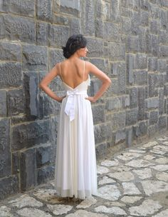 Romantic wedding dress deep V neck with ruffles cut por Barzelai