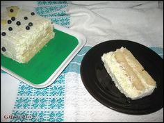 Piscoturi cu mousse de pepene galben Cornbread, Ethnic Recipes, Food, Millet Bread, Essen, Meals, Yemek, Corn Bread, Eten