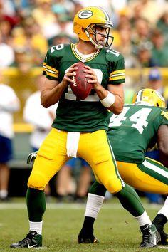 Aaron Rodgers // Green Bay Packers Greenbay Packers, Packers Football, Football Season, Football Players, Football Helmets, Green Bay Packers Fans, Nfl Green Bay, Kids Sports Party, Rodgers Green Bay