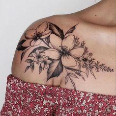 Schulter Tattoo für Frau: Schöne Blumen Tattoo - New Site Trendy Tattoos, Fake Tattoos, Body Art Tattoos, Girl Tattoos, Tatoos, Woman Tattoos, Thigh Tattoos, Basic Tattoos, Drawing Tattoos