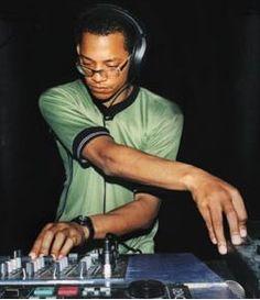 LTJ Bukem. Love his D&B. But i'm in full on jungle mode today, so... Hellooooo Randall :D