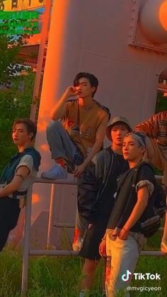 Indie Pop Music, K Pop Music, Aesthetic Videos, Kpop Aesthetic, Fond Tie Dye, Sans Cute, Kpop Gifs, V Video, Dance Kpop
