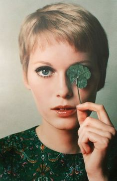 30 Beautiful Portraits of Mia Farrow With Pixie Haircut in the 1960s ~ Vintage Everyday Short Pixie Haircuts, Pixie Hairstyles, Short Bangs, Short Hair Cuts For Women, Short Hair Styles, Pixie Cut Blond, Blonde Pixie, Short Blonde, Best Pixie Cuts