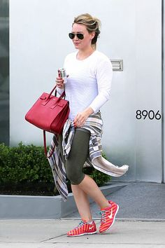 Hilary Duff gym style (love the aviators to cover blotchy skin)