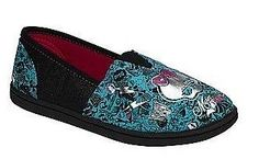 MONSTER HIGH GIRLS Slip On A-line Style SHOES NEW Size US Girls Size 2 Monster High Shoes, Fancy Dress Online, Prince Charming Costume, Girls Slip, Halloween Fancy Dress, Adult Costumes, Fashion Shoes, Toms, Loafers