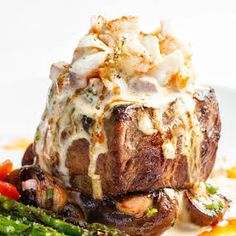 This absolutely decadent steak oscar recipe combines 4 of my favorite foods; a darn good steak, crab, asparagus and Hollandaise sauce. And yes, Hollandaise IS a food all by itself, or so it is in my dinner steak Steak Oscar Recipe Meat Recipes, Seafood Recipes, Gourmet Recipes, Cooking Recipes, Meatloaf Recipes, Rinder Steak, Best Steak, Steaks, Steak Oscar