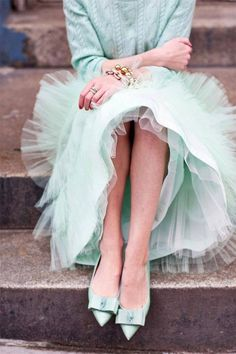 love the soft mint green colour of the tulle crinkled pleat dress and pointy toed bow flats Glamour, Look Fashion, Womens Fashion, Fashion Shoes, Fashion Beauty, Fashion Tag, Fashion Vintage, Fashion Spring, Skirt Fashion