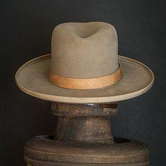 beaver felt fedora, made in USA Fancy Hats, Cool Hats, Mens Fashion Suits, Fashion Hats, Fashion Blogs, Gothic Fashion, Victorian Fashion, Fashion Fashion, Womens Fashion