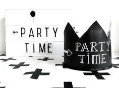 Partytime! Chalkboardcrown: SuzyB  #krijtbordkroon #verjaardagskroon #verjaardagsmuts #kinderverjaardag #birthday www.suzyb.nu
