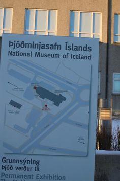 Musée national d'Islande - Reykjavik - 1) EXPOSITION PERMANENTE: The Making of a Nation. Histoire et patrimoine en Islande. L'exposition comprend environ 2 000 objets, datant de l'âge du règlement à l'heure actuelle. L'exposition est conçue comme un voyage dans le temps, elle commence par le navire dans lequel les colons médiévaux sont traversé l'Océan pour leur nouvelle maison, il se termine par un aéroport moderne, la passerelle des Islandais au monde.