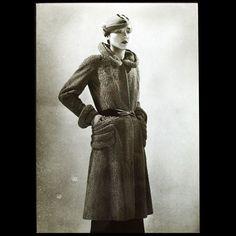 Manteau Croquette de Lucien Lelong, photographie d'époque du studio Deutsch (circa 1935)