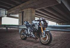 Đánh giá bài viết nhé bạn! Là chiếc Naked Bike tầm trung giá thấp của nhà Kawasaki, Z800 hoàn toàn chiếm được ưu thế trên thị trường bởi thiết kế góc cạnh đầy hầm hố như đàn anh Z1000 và lại có mức giá tương đối dễ thở với số đông khách hàng Việt Nam. ...