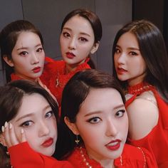 Find images and videos about loona, heejin and yves on We Heart It - the app to get lost in what you love. Kpop Girl Groups, Korean Girl Groups, Kpop Girls, Sooyoung, Your Girl, My Girl, Loona Kim Lip, Le Net, Fandom