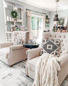Stylish Farmhouse Living Room Design Ideas To Attract Your Guests Design Living Room, My Living Room, Living Room Chairs, Home And Living, Small Living, Modern Living, Classy Living Room, Decor Home Living Room, Curtains Living
