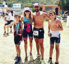Cuando el #triatlon es un #asuntodefamilia #trilovers #sportlovers #trilove #trilife #familiadeportista #trikids #niñosdeportistas #deporte #triathlon #taymorylife #taymory