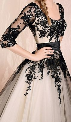 I think it would be prettier sleeveless, with sweetheart neckline. But definitely an extremely gorgeous dress. <3