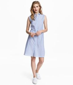 Blue/striped. Sleeveless dress in airy, woven cotton fabric with a collar, buttons at front, removable tie at waist, and rounded hem with slits at sides.