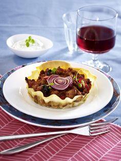 Unser beliebtes Rezept für Filo-Teig-Tartelettes mit Hackfleisch, roten Zwiebeln und Oliven (Croustade) und mehr als 55.000 weitere kostenlose Rezepte auf LECKER.de.