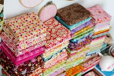 In Color Order: Art of Choosing. Series of posts about fabric selection, color schemes, and organization.