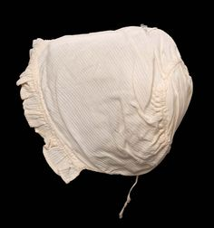 Baby's cap of cotton dimity; American, early 19th century. Museum of Fine Arts, nr. 54.532