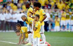 WORLD CUP 2014 BRAZIL VS CHILE Team Player, Soccer Players, Football Soccer, World Cup 2014, Fifa World Cup, Daniel Alves, Neymar Pic, Superstar, Sports