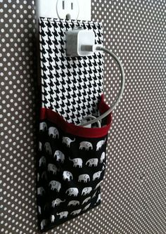 iPhone 5 iPhone 4 iPod touch Docking Station in black white red houndstooth and elephants Sweet Home Alabama, Alabama Football, Alabama Crimson Tide, Roll Tide, Ipod Touch, Houndstooth, Iphone 4, Diy Gifts, Sewing Crafts