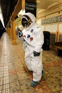 This would be so fun to do. Maybe I'll do this with my astronaut costume :)